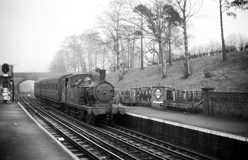 334 STATION STEAM TRAIN COMING IN TO EPPING CP