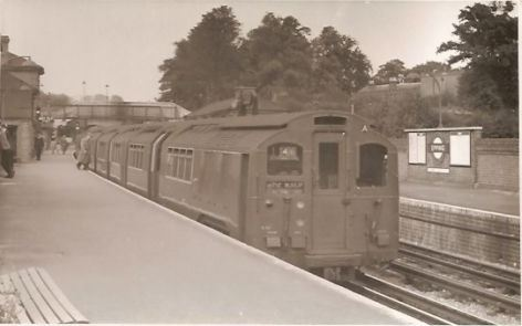 337 STATION WITH TRAIN