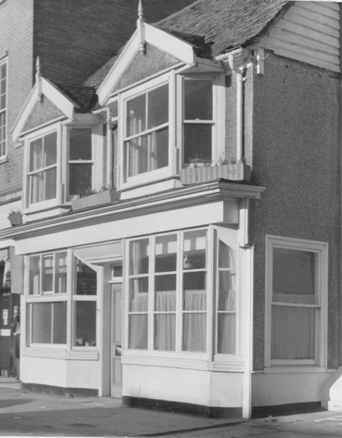 179 High Street Epping Douglas Allen estate agents Stuart Turner 1974 17