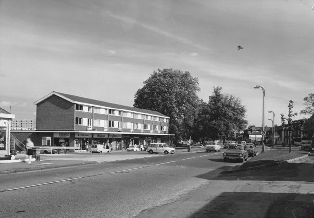 81 High Street Epping west side at Crows Road Epping Tavel Newswell Dollonds Henri Stylist Stuart Turner 1975 5