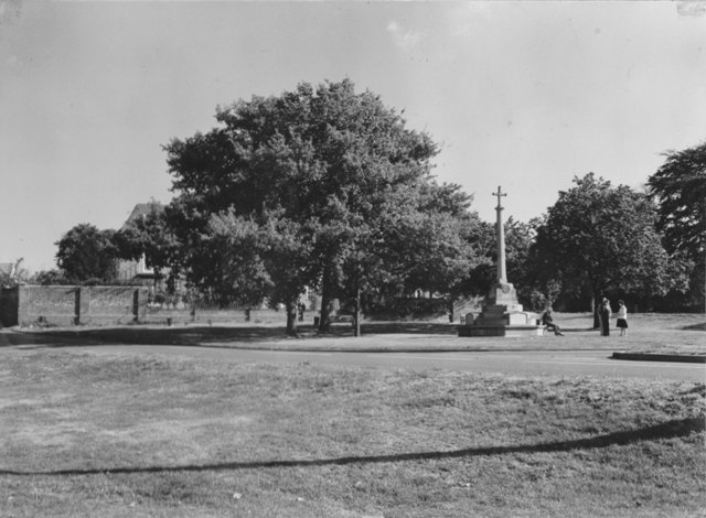 Palmers Hill Epping  War Memorial Spriggs Court Stuart Turner  1975 106